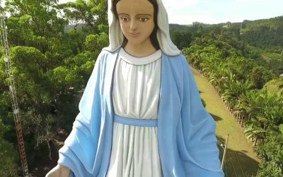 A imagem mais grande da Virgen Milagrosa está no Brasil